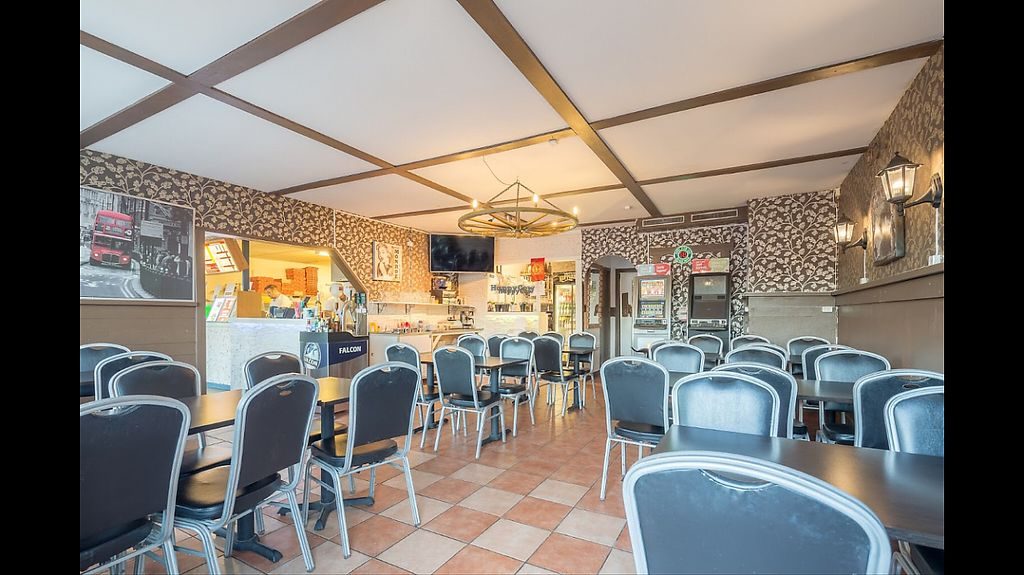 """Photo of Pizzeria Amore - Orsa  by <a href=""""/members/profile/OsmanAk"""">OsmanAk</a> <br/>Pizza kebab öl vin alkhol  <br/> January 24, 2017  - <a href='/contact/abuse/image/85358/216090'>Report</a>"""