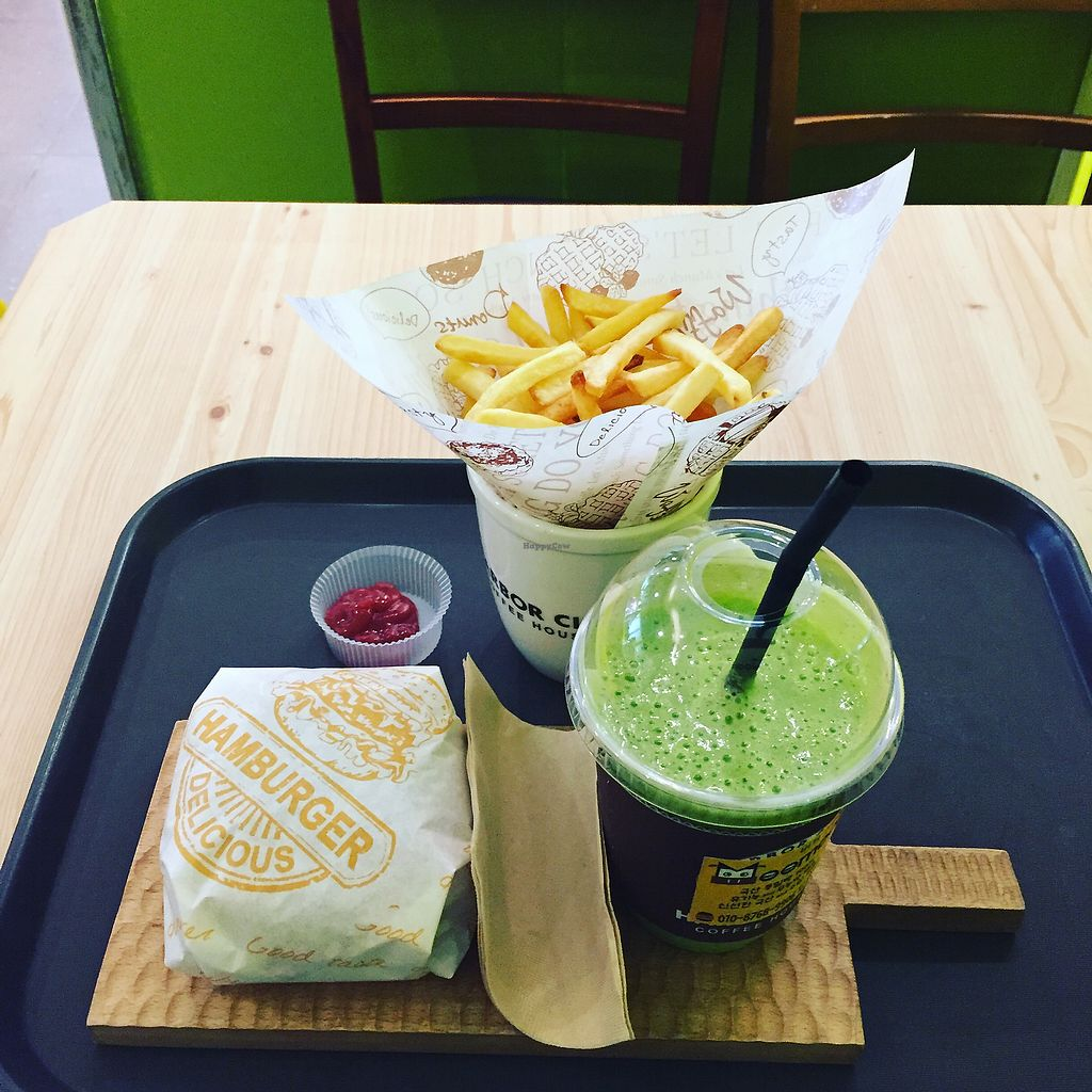 """Photo of Moomoo Burger & Smoothie  by <a href=""""/members/profile/tzantzan"""">tzantzan</a> <br/>set meal with smoothie  <br/> November 10, 2017  - <a href='/contact/abuse/image/85434/323827'>Report</a>"""