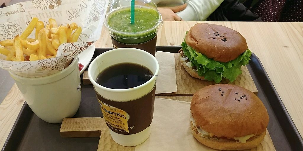 """Photo of Moomoo Burger & Smoothie  by <a href=""""/members/profile/GabrielaVillafr%C3%A1dez"""">GabrielaVillafrádez</a> <br/>Burgers & fries & coffee & smoothie ? <br/> January 1, 2018  - <a href='/contact/abuse/image/85434/341546'>Report</a>"""
