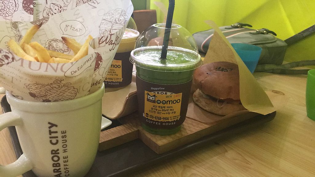 """Photo of Moomoo Burger & Smoothie  by <a href=""""/members/profile/ShaundaJohnson"""">ShaundaJohnson</a> <br/>Burger set <br/> March 24, 2018  - <a href='/contact/abuse/image/85434/375080'>Report</a>"""