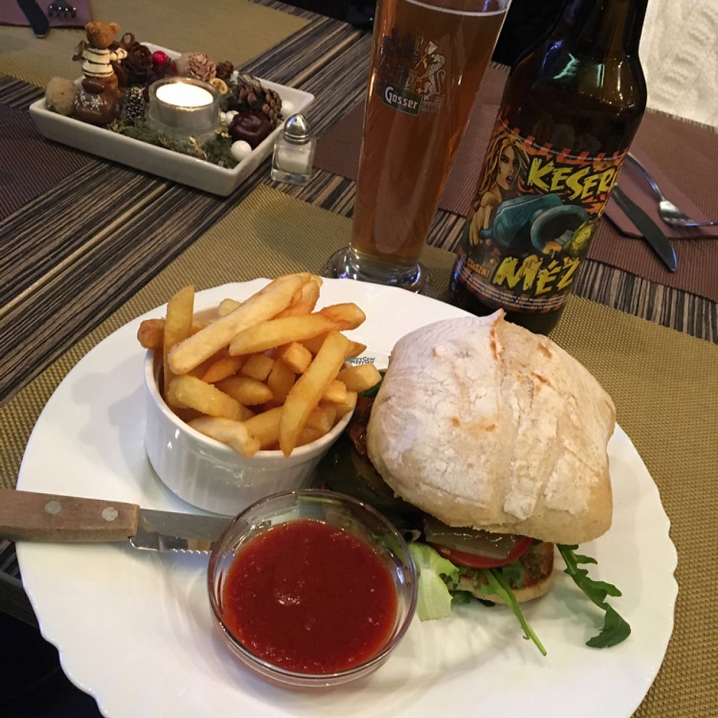 """Photo of Ring Cafe  by <a href=""""/members/profile/tcsengusz"""">tcsengusz</a> <br/>yummy vegan burger w/ grilled veggies <br/> January 13, 2017  - <a href='/contact/abuse/image/85515/211756'>Report</a>"""
