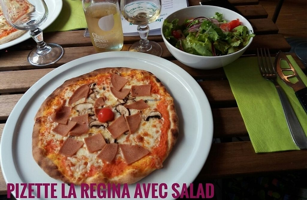 "Photo of Pizzebio  by <a href=""/members/profile/wasserspiel"">wasserspiel</a> <br/>pizette avec salad  <br/> May 26, 2017  - <a href='/contact/abuse/image/85579/262802'>Report</a>"