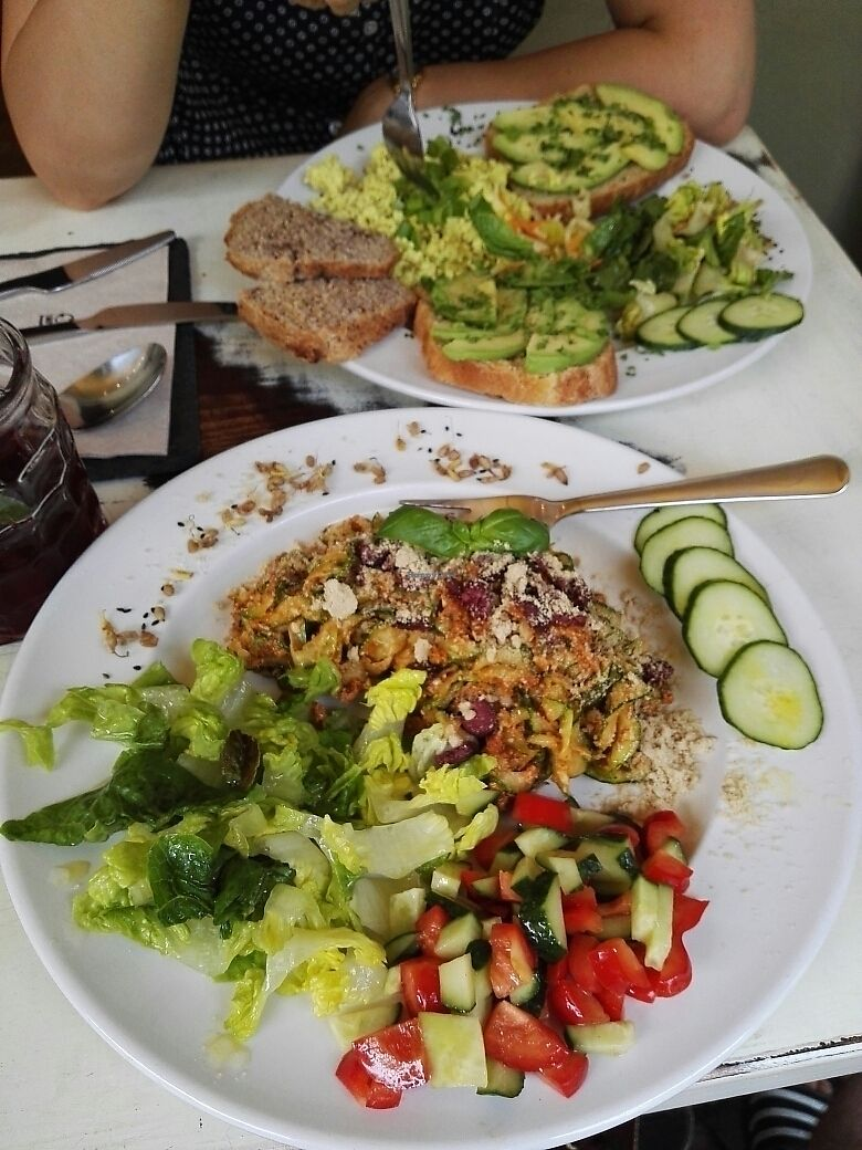 "Photo of Lück's  by <a href=""/members/profile/RanPeleg"">RanPeleg</a> <br/>zucchini pasta and scrambled tofu <br/> July 30, 2017  - <a href='/contact/abuse/image/85619/286624'>Report</a>"