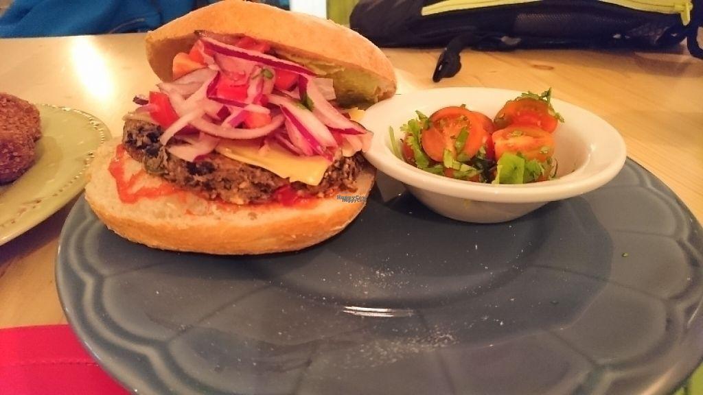 "Photo of TS  A Casa  by <a href=""/members/profile/StefanyMilazzo"">StefanyMilazzo</a> <br/>hamburguesa de alubias negras <br/> April 27, 2017  - <a href='/contact/abuse/image/85753/253121'>Report</a>"