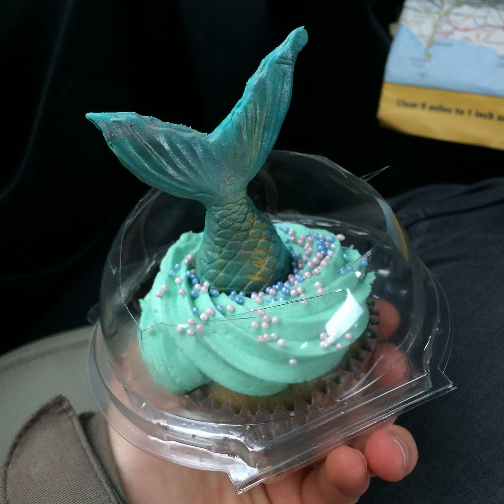 """Photo of Forgot the Eggs  by <a href=""""/members/profile/Hoggy"""">Hoggy</a> <br/>Gorgeous mermaid cupcake! Shimmery and Sparkly <br/> October 19, 2017  - <a href='/contact/abuse/image/85864/316594'>Report</a>"""