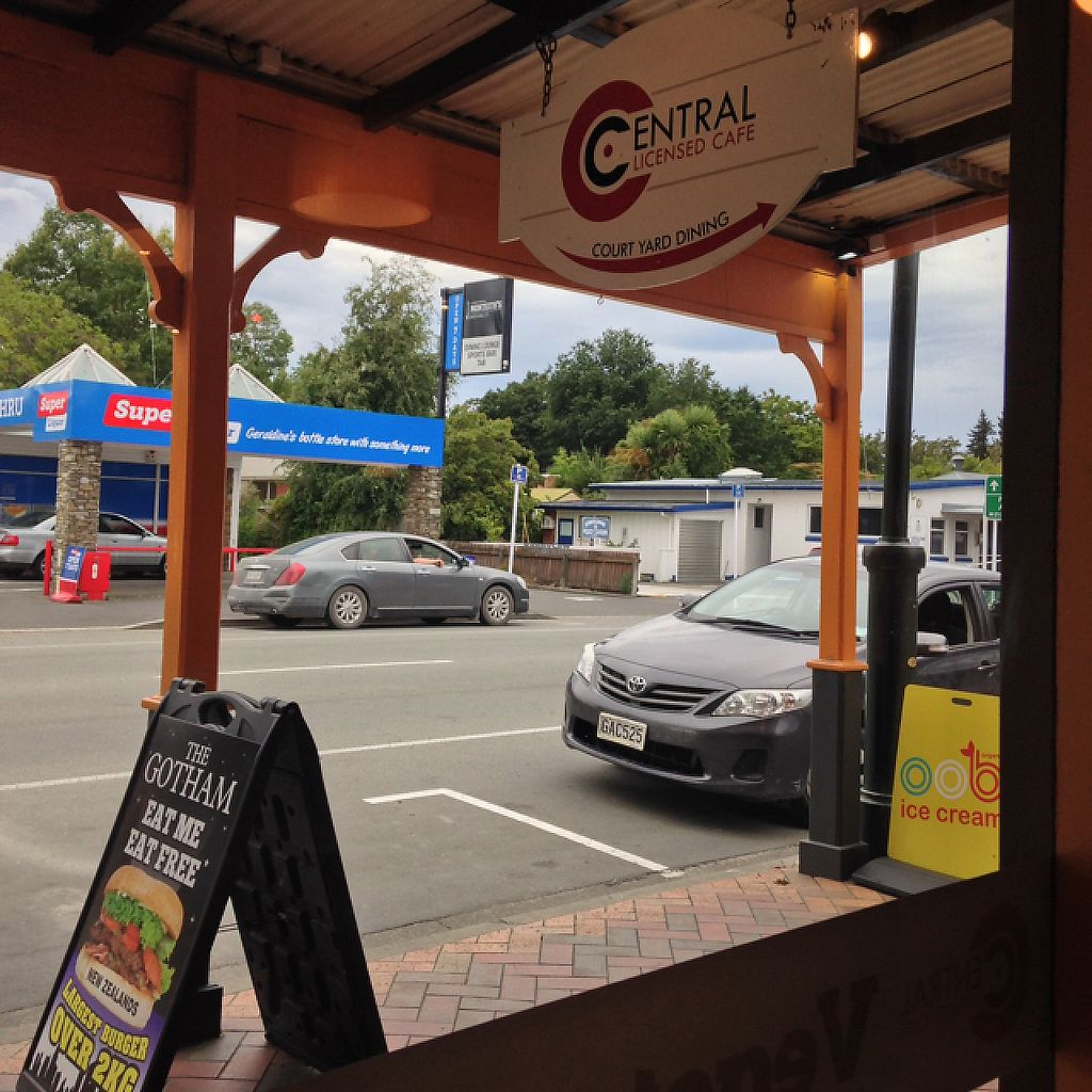 """Photo of Central Cafe Geraldine   by <a href=""""/members/profile/Amari"""">Amari</a> <br/>looking outside  <br/> February 6, 2017  - <a href='/contact/abuse/image/86018/223536'>Report</a>"""