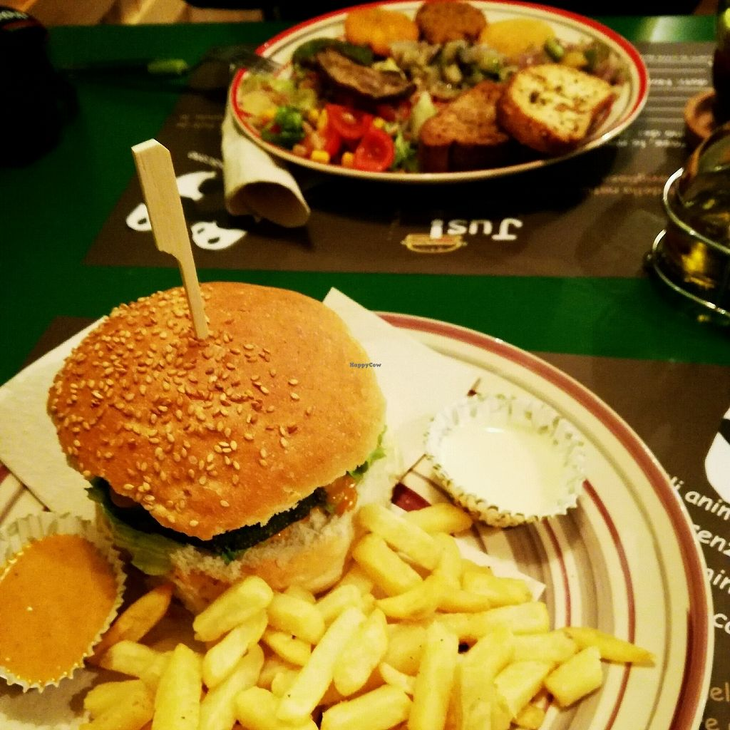 """Photo of JustVeggie  by <a href=""""/members/profile/SerenaC."""">SerenaC.</a> <br/>un burger menu e un piatto unico <br/> December 7, 2017  - <a href='/contact/abuse/image/86181/333175'>Report</a>"""