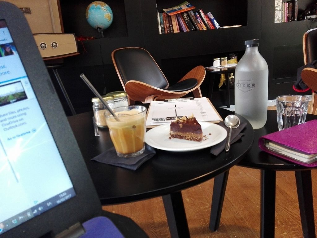"Photo of Dizer Coffee Specialization  by <a href=""/members/profile/ElisaGR"">ElisaGR</a> <br/>Raw vegan peanut butter chocolate cake from the Vegan Fairies and Vegan Freddo Cappuccino  with Soya milk! <br/> February 7, 2017  - <a href='/contact/abuse/image/86208/223952'>Report</a>"