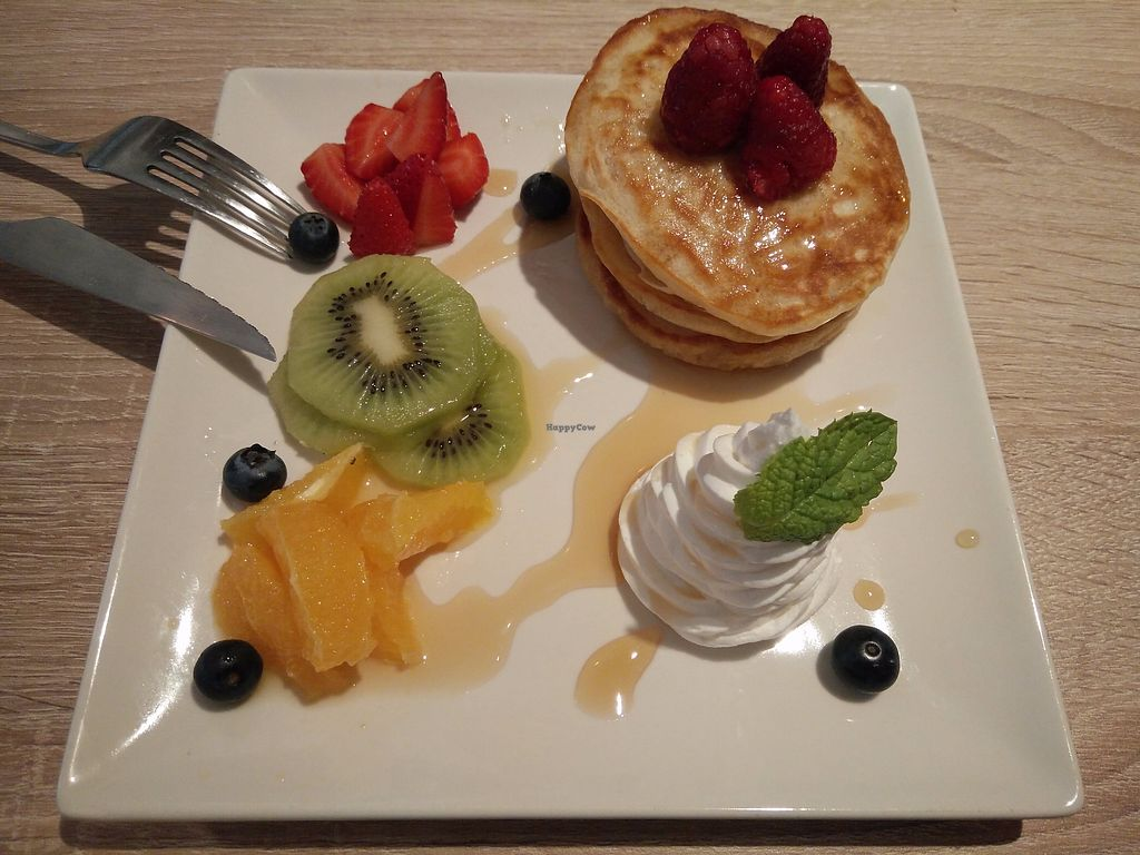 "Photo of Chillin' Cafe  by <a href=""/members/profile/martinicontomate"">martinicontomate</a> <br/>breakfast - pancakes with fruits <br/> August 17, 2017  - <a href='/contact/abuse/image/86259/293471'>Report</a>"