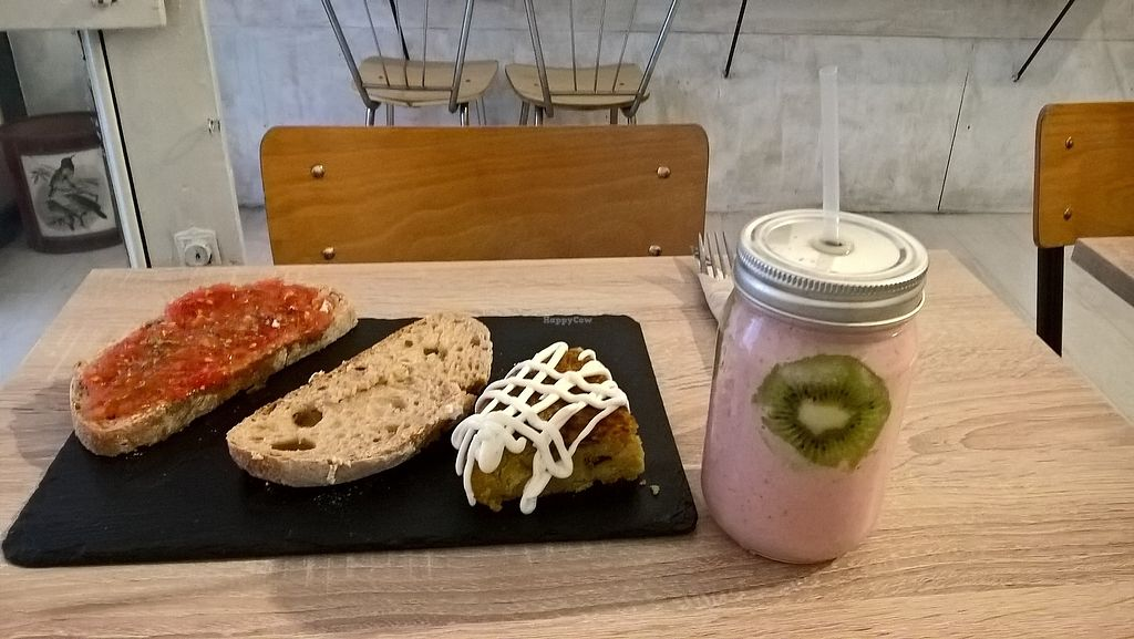 "Photo of Chillin' Cafe  by <a href=""/members/profile/AleVIruka"">AleVIruka</a> <br/>Banana and strawberry smoothie,Spanish tortilla and tomato toast  <br/> September 10, 2017  - <a href='/contact/abuse/image/86259/302963'>Report</a>"