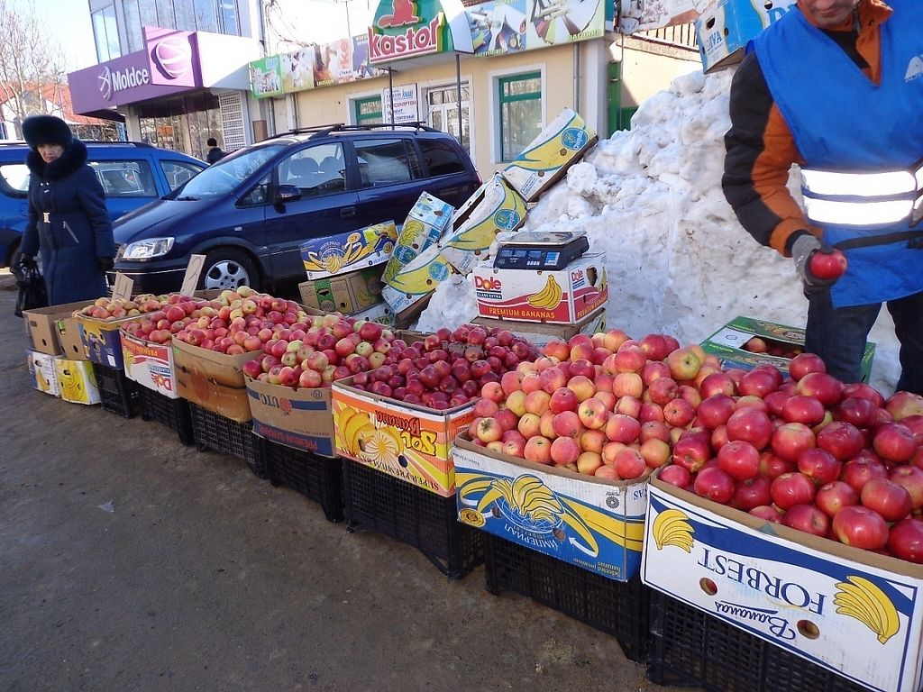 """Photo of Street Market  by <a href=""""/members/profile/constantinfurtuna"""">constantinfurtuna</a> <br/>Apples from Moldova at Street Market <br/> January 31, 2017  - <a href='/contact/abuse/image/86304/220290'>Report</a>"""