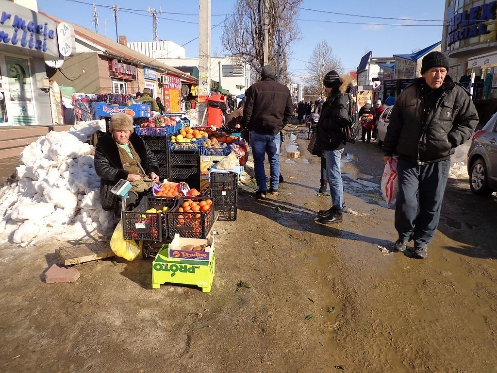 """Photo of Street Market  by <a href=""""/members/profile/constantinfurtuna"""">constantinfurtuna</a> <br/>Fruits, Vegetables, hers you can buy everyday in Cahul at Street Market <br/> January 31, 2017  - <a href='/contact/abuse/image/86304/220291'>Report</a>"""