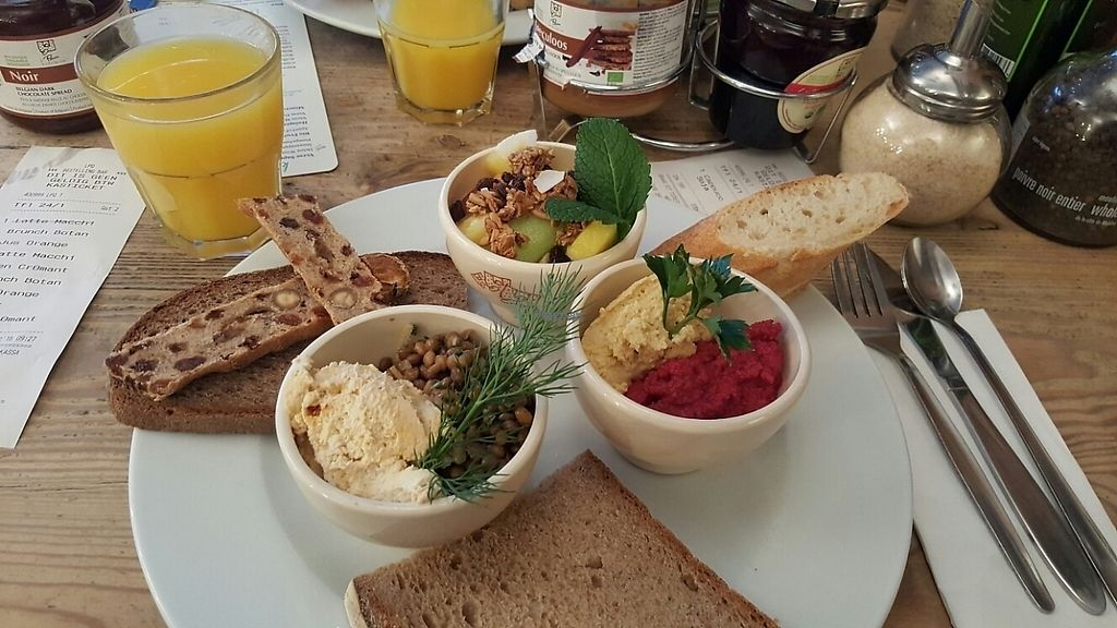 """Photo of Le Pain Quotidien - Mechelsesteenweg  by <a href=""""/members/profile/Hedera"""">Hedera</a> <br/>Vegan brunch <br/> January 30, 2017  - <a href='/contact/abuse/image/86342/219649'>Report</a>"""