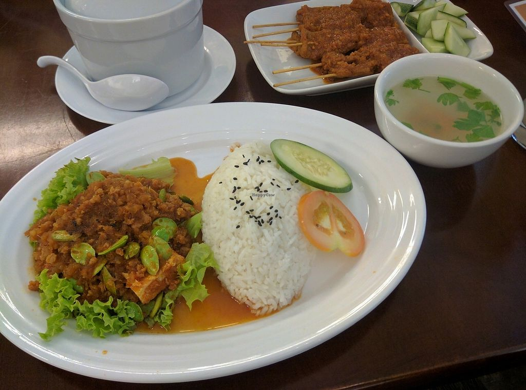 "Photo of Xiang Yun Vegetarian  by <a href=""/members/profile/Summer_Tan"">Summer_Tan</a> <br/>R12: Sambal Petai Rice - RM9.90 = Comes with a side of soup. Very good vegetarian sambal! Packs a punch! Generous with the petai <br/> January 28, 2018  - <a href='/contact/abuse/image/86691/351906'>Report</a>"