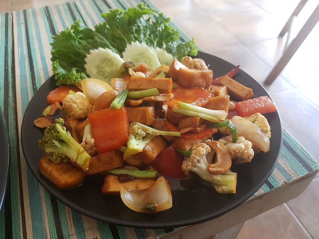 "Photo of Blue Juice  by <a href=""/members/profile/vegatleticas"">vegatleticas</a> <br/>Stir fried cashew with veg and tofu <br/> March 3, 2018  - <a href='/contact/abuse/image/86878/366129'>Report</a>"
