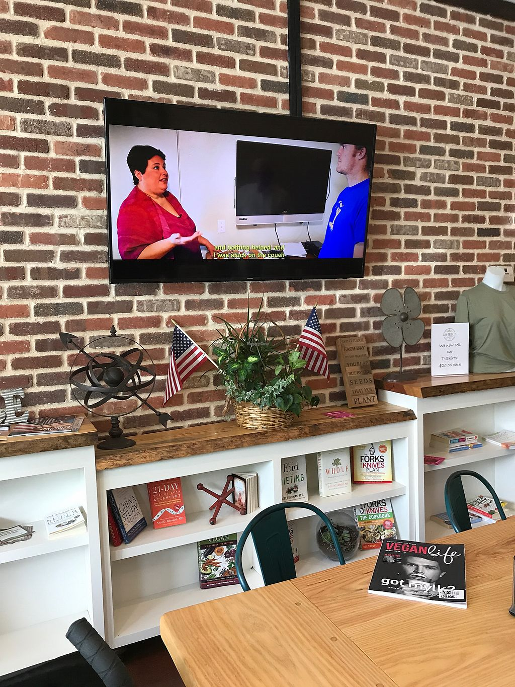 """Photo of 3:8 Juice & Eatery  by <a href=""""/members/profile/RegernerativeDetox"""">RegernerativeDetox</a> <br/>What The Health was on the TV in this super chill eatery.  <br/> July 24, 2017  - <a href='/contact/abuse/image/87035/284490'>Report</a>"""