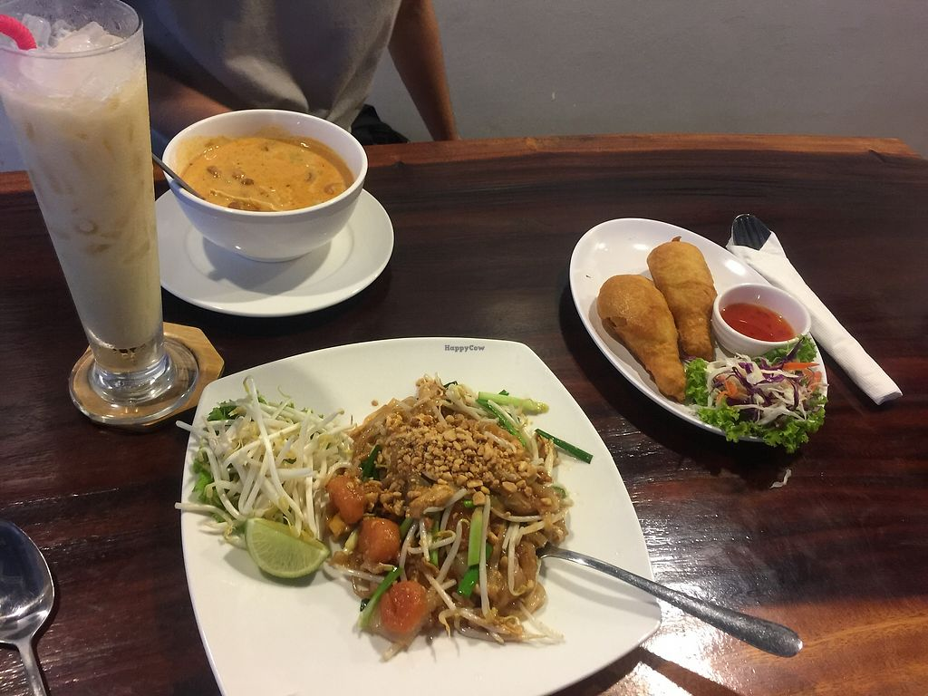 "Photo of Yo Green Restaurant  by <a href=""/members/profile/Hulahoopingvegan"">Hulahoopingvegan</a> <br/>Chicken were fairly bland, cool shaped though. Curry was gooooood <br/> November 29, 2017  - <a href='/contact/abuse/image/87150/330334'>Report</a>"