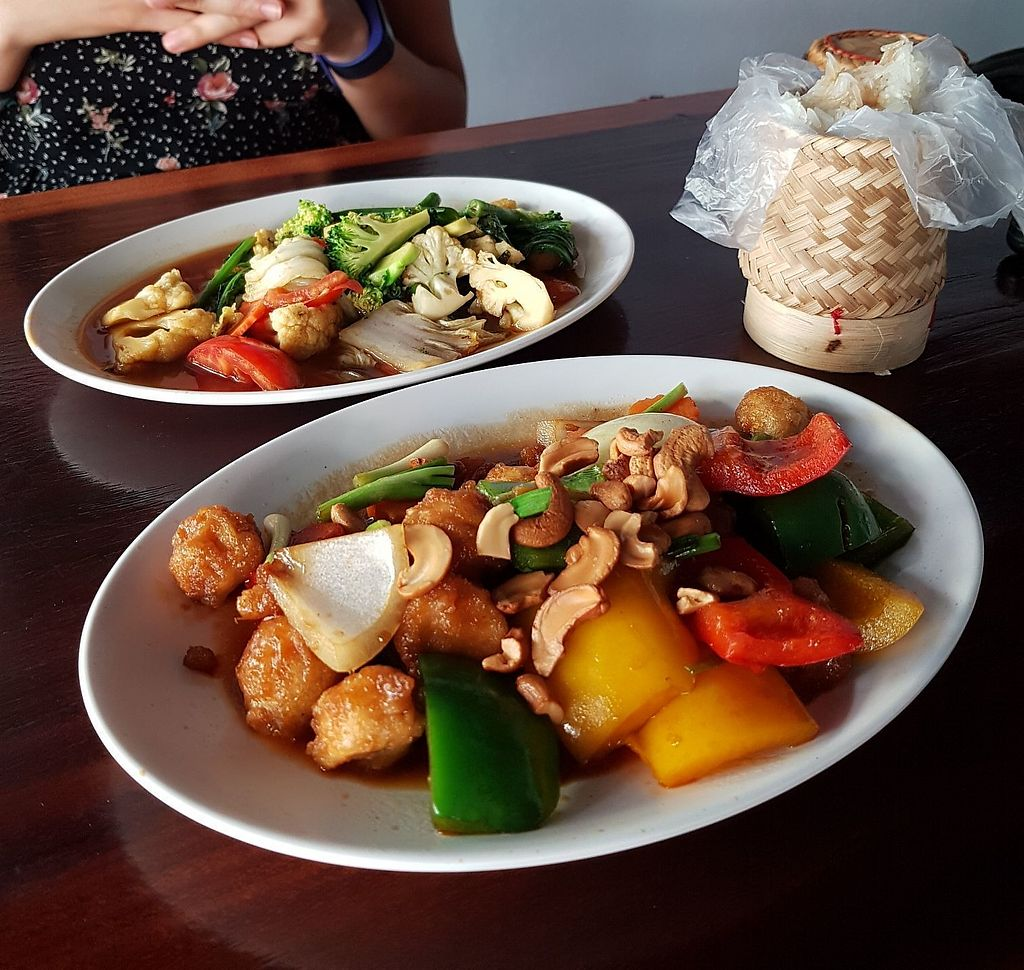 "Photo of Yo Green Restaurant  by <a href=""/members/profile/vegatleticas"">vegatleticas</a> <br/>Mix veggies = 120 baht. And some chicken and cashew mix  <br/> February 22, 2018  - <a href='/contact/abuse/image/87150/362319'>Report</a>"
