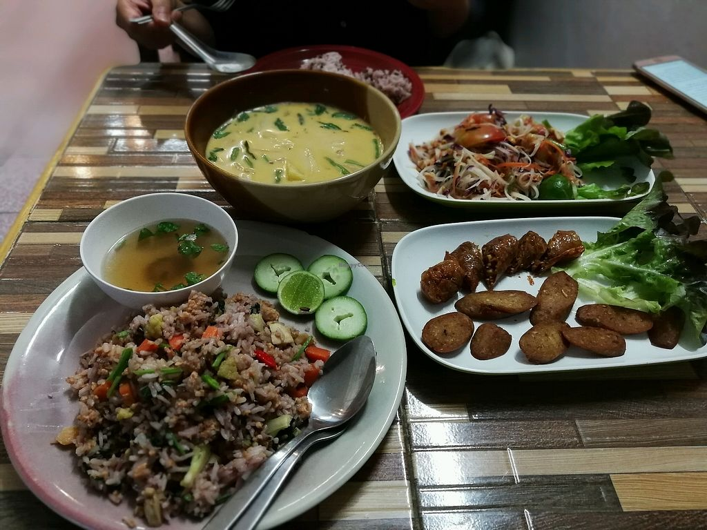 """Photo of Bee Vegan  by <a href=""""/members/profile/PatrickTunhapong"""">PatrickTunhapong</a> <br/>generous portions <br/> January 16, 2018  - <a href='/contact/abuse/image/87311/347216'>Report</a>"""