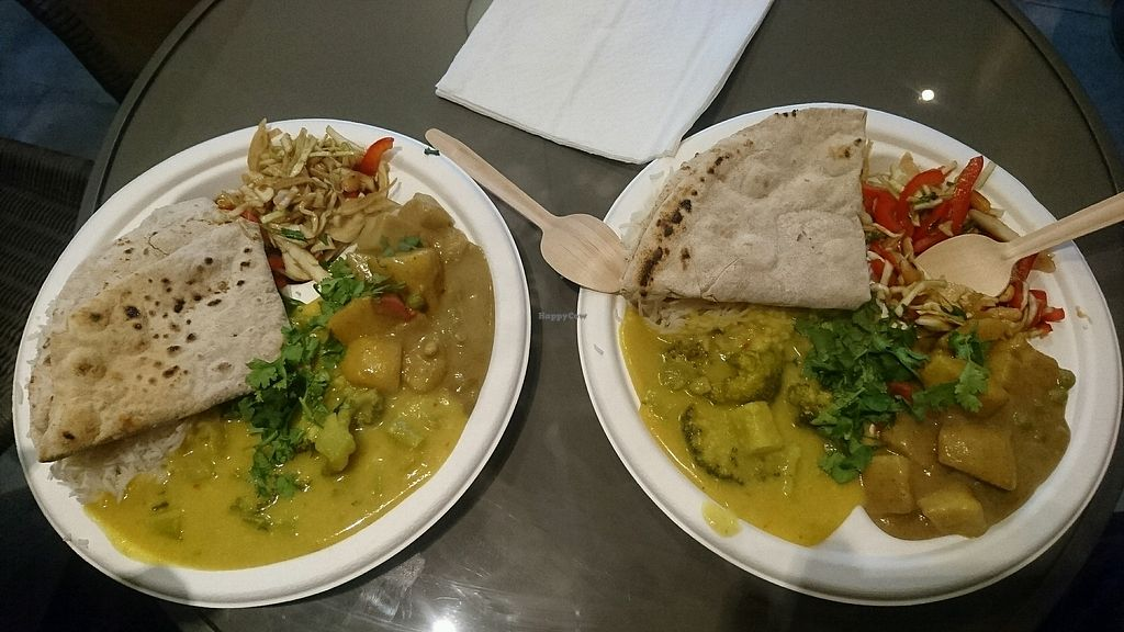 "Photo of Hariprasad Samosa & Curry  by <a href=""/members/profile/AniaPa"">AniaPa</a> <br/>zestaw <br/> December 30, 2017  - <a href='/contact/abuse/image/87313/340941'>Report</a>"