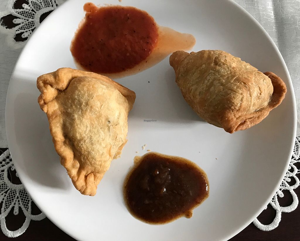 "Photo of Hariprasad Samosa & Curry  by <a href=""/members/profile/Rowse"">Rowse</a> <br/>Savoury samosas <br/> January 10, 2018  - <a href='/contact/abuse/image/87313/345144'>Report</a>"