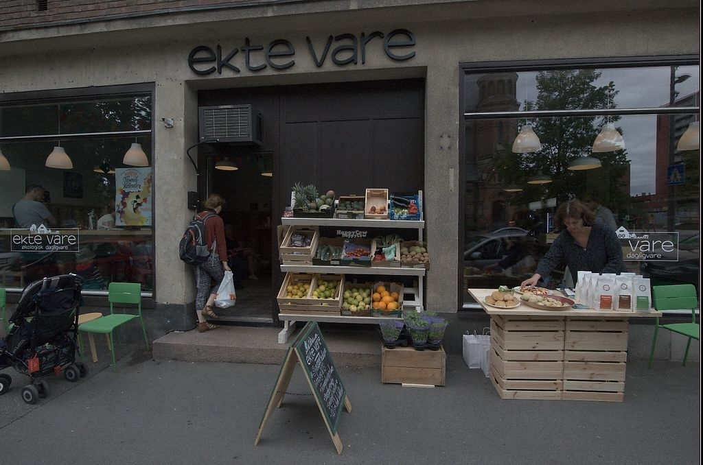 """Photo of ekte vare okologisk dagligvare  by <a href=""""/members/profile/%C3%98yvindV%C3%A5ge"""">ØyvindVåge</a> <br/>Store front <br/> March 1, 2017  - <a href='/contact/abuse/image/87881/231607'>Report</a>"""