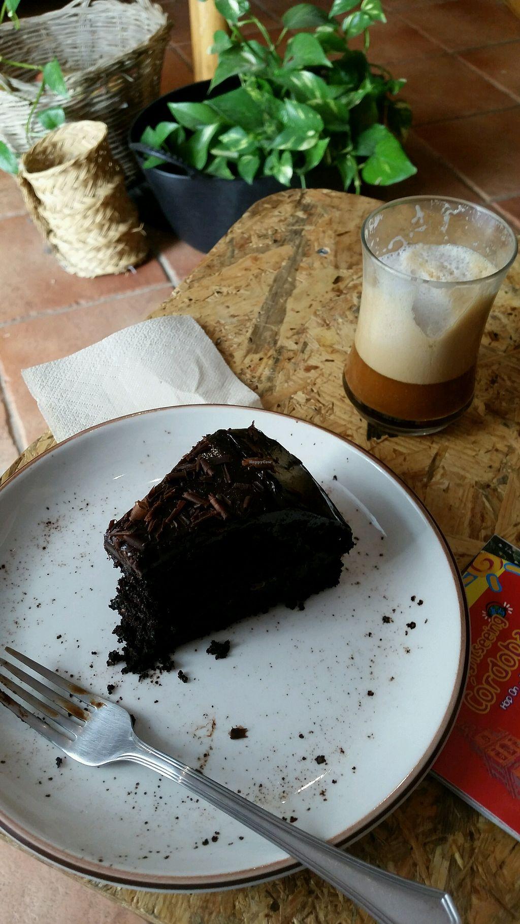 "Photo of La Libelula Coffeeshop  by <a href=""/members/profile/ColetteOrton"">ColetteOrton</a> <br/>Yummy chocolate cake!  <br/> April 19, 2018  - <a href='/contact/abuse/image/87896/388115'>Report</a>"