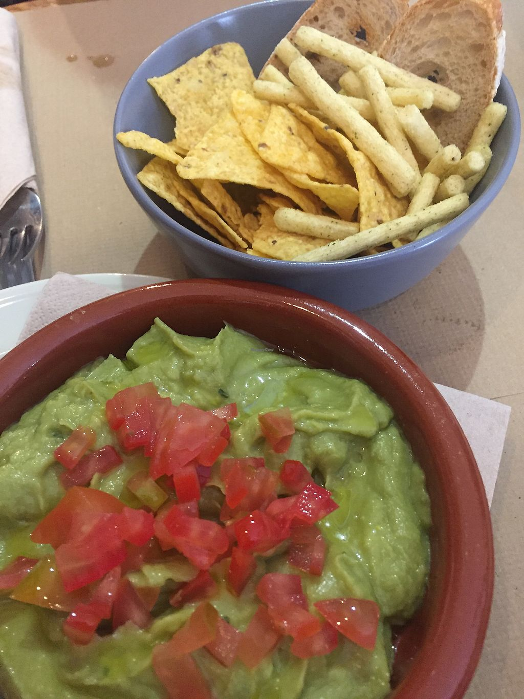 """Photo of Green Zone Bio Bar  by <a href=""""/members/profile/guillehdezp"""">guillehdezp</a> <br/>guacamole & nachos <br/> August 14, 2017  - <a href='/contact/abuse/image/88068/292738'>Report</a>"""