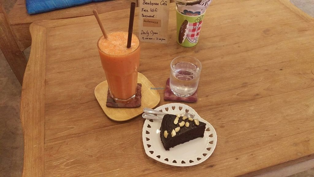 "Photo of Banboran Cafe  by <a href=""/members/profile/MarjoDsgln"">MarjoDsgln</a> <br/>vegan chocolate cake + banana,papaye,lemon smoothie <br/> February 19, 2018  - <a href='/contact/abuse/image/88108/361112'>Report</a>"