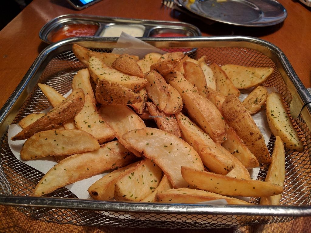 """Photo of Nine Road Pizzeria - 나인로드피제리아 강남점  by <a href=""""/members/profile/PhillipPark"""">PhillipPark</a> <br/>Potato wedges <br/> July 21, 2017  - <a href='/contact/abuse/image/88508/282845'>Report</a>"""