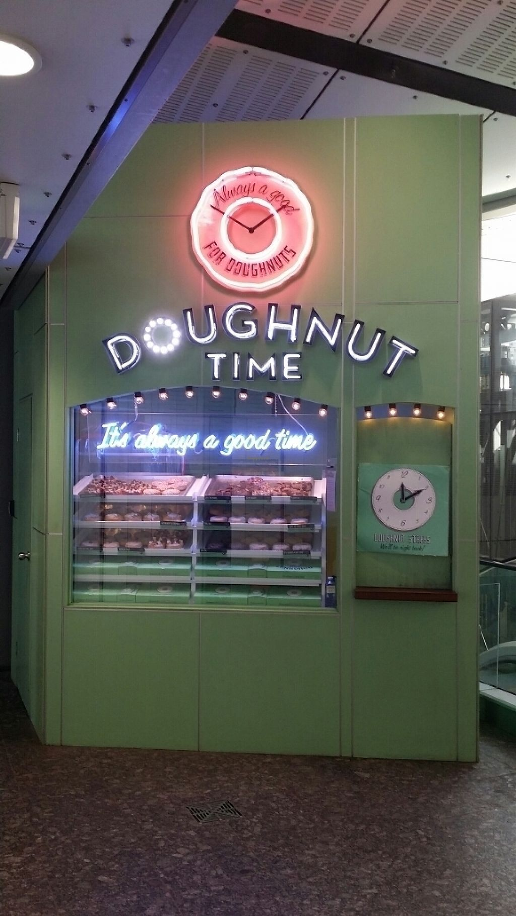 "Photo of CLOSED: Doughnut Time - King George Square  by <a href=""/members/profile/Mike%20Munsie"">Mike Munsie</a> <br/>kiosk front <br/> May 2, 2017  - <a href='/contact/abuse/image/88576/254852'>Report</a>"