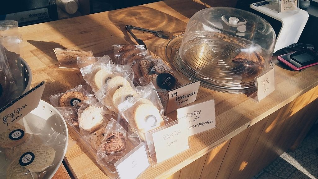 """Photo of Around Green - 어라운드 그린  by <a href=""""/members/profile/soohyun"""">soohyun</a> <br/>Bakery <br/> March 22, 2017  - <a href='/contact/abuse/image/88897/239388'>Report</a>"""
