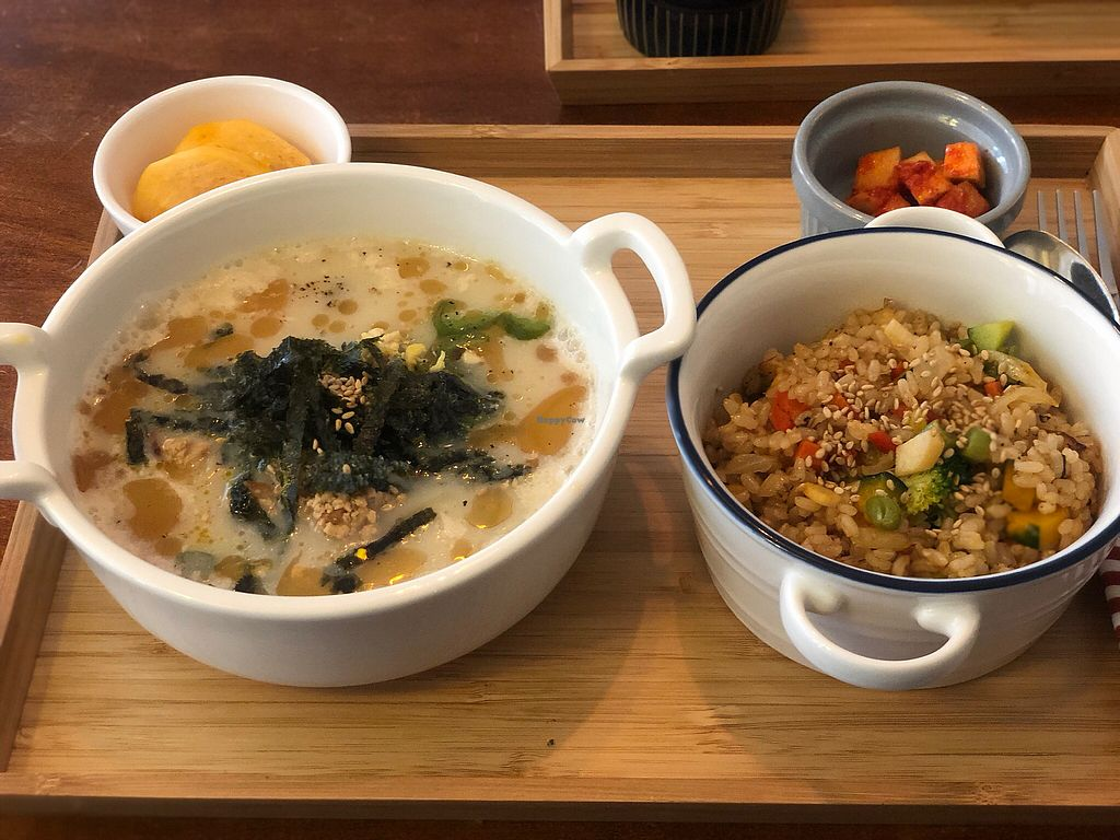 """Photo of Around Green - 어라운드 그린  by <a href=""""/members/profile/Tomo%20Okabe"""">Tomo Okabe</a> <br/>Korean traditional dish """"Dok-Kuk"""" <br/> January 18, 2018  - <a href='/contact/abuse/image/88897/347879'>Report</a>"""