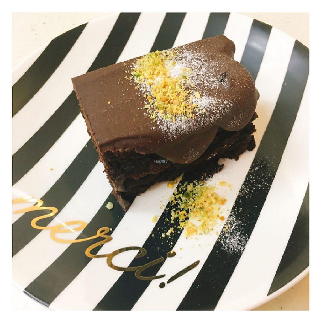 "Photo of The Nilk Factory - 더닐크팩토리  by <a href=""/members/profile/GunhaKim"">GunhaKim</a> <br/>Avocado almond milk chocolate cream vegan cake <br/> April 24, 2017  - <a href='/contact/abuse/image/89060/251881'>Report</a>"