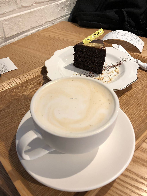 "Photo of The Nilk Factory - 더닐크팩토리  by <a href=""/members/profile/Knauji82"">Knauji82</a> <br/>Earl gray tea latte <br/> January 16, 2018  - <a href='/contact/abuse/image/89060/347187'>Report</a>"