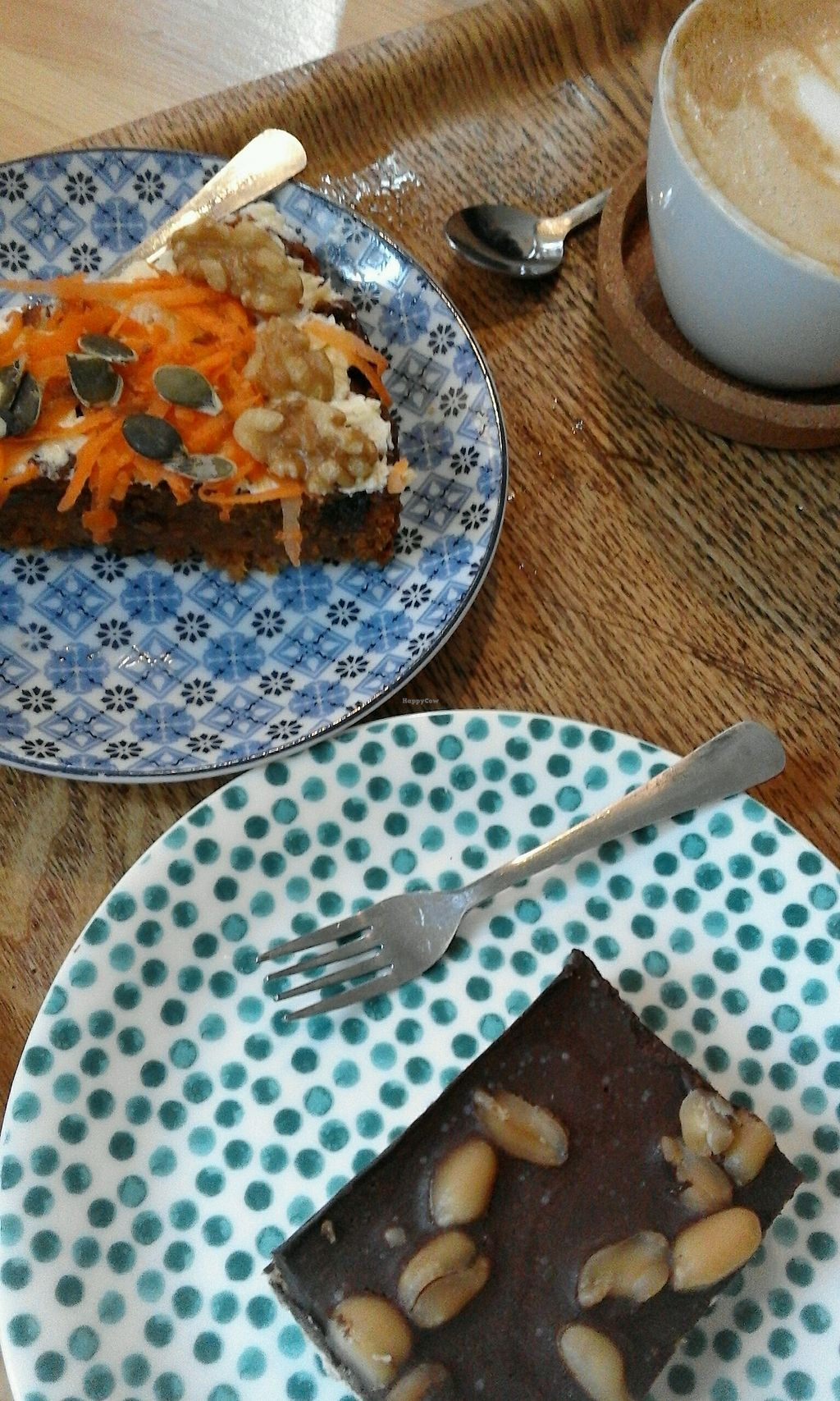 """Photo of Koffiebar Sowieso  by <a href=""""/members/profile/v_mdj"""">v_mdj</a> <br/>vegan carrot and a vegan peanut-chocokate cake <br/> December 9, 2017  - <a href='/contact/abuse/image/89076/333870'>Report</a>"""