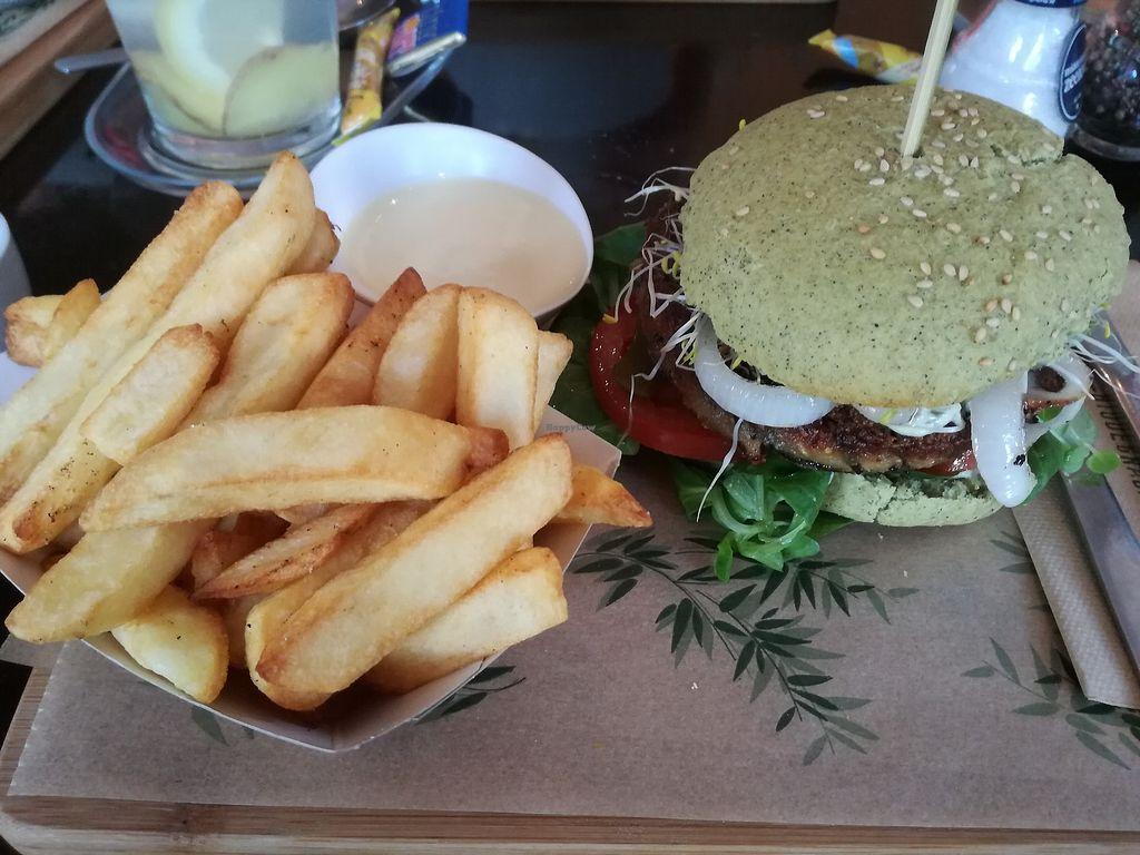 "Photo of VERS Eten en Drinken   by <a href=""/members/profile/LeonieGerritsen"">LeonieGerritsen</a> <br/>The Dutch Weed Burger ?❤️ <br/> June 20, 2017  - <a href='/contact/abuse/image/89083/271518'>Report</a>"