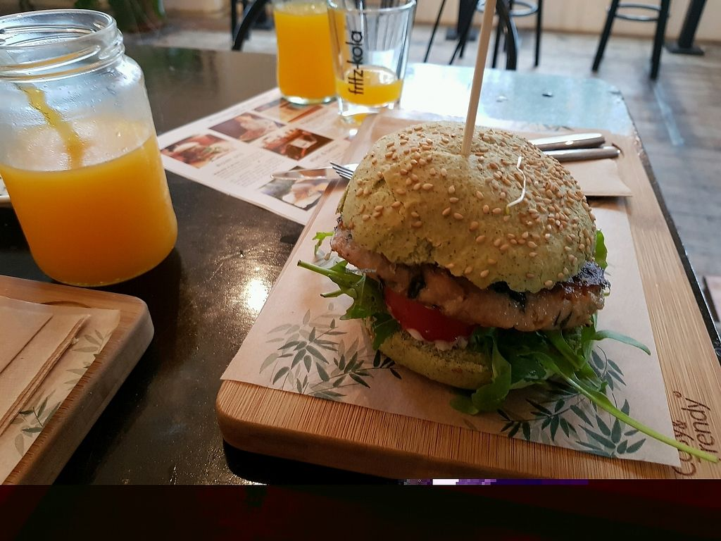 """Photo of VERS Eten en Drinken   by <a href=""""/members/profile/InaEngelbarts"""">InaEngelbarts</a> <br/>Dutch Weedburger <br/> October 20, 2017  - <a href='/contact/abuse/image/89083/316985'>Report</a>"""