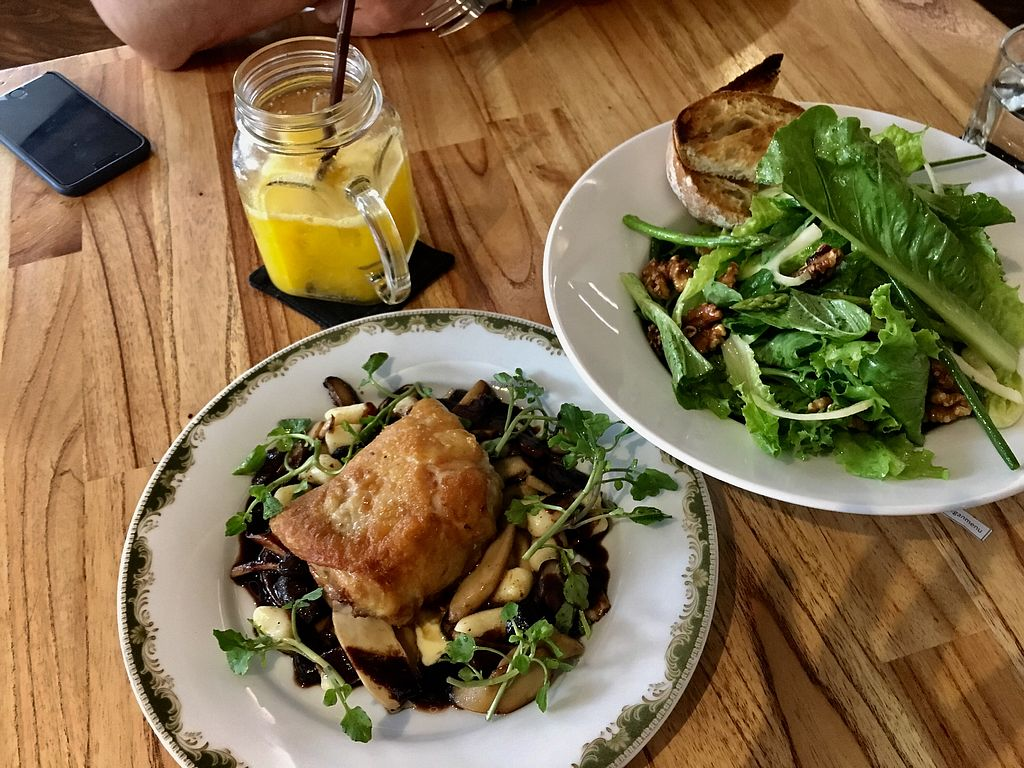 """Photo of Enso Cafe  by <a href=""""/members/profile/Elli-AnnaGoumas"""">Elli-AnnaGoumas</a> <br/>Mango juice, green salad and sous vide chicken  <br/> July 30, 2017  - <a href='/contact/abuse/image/89114/286577'>Report</a>"""