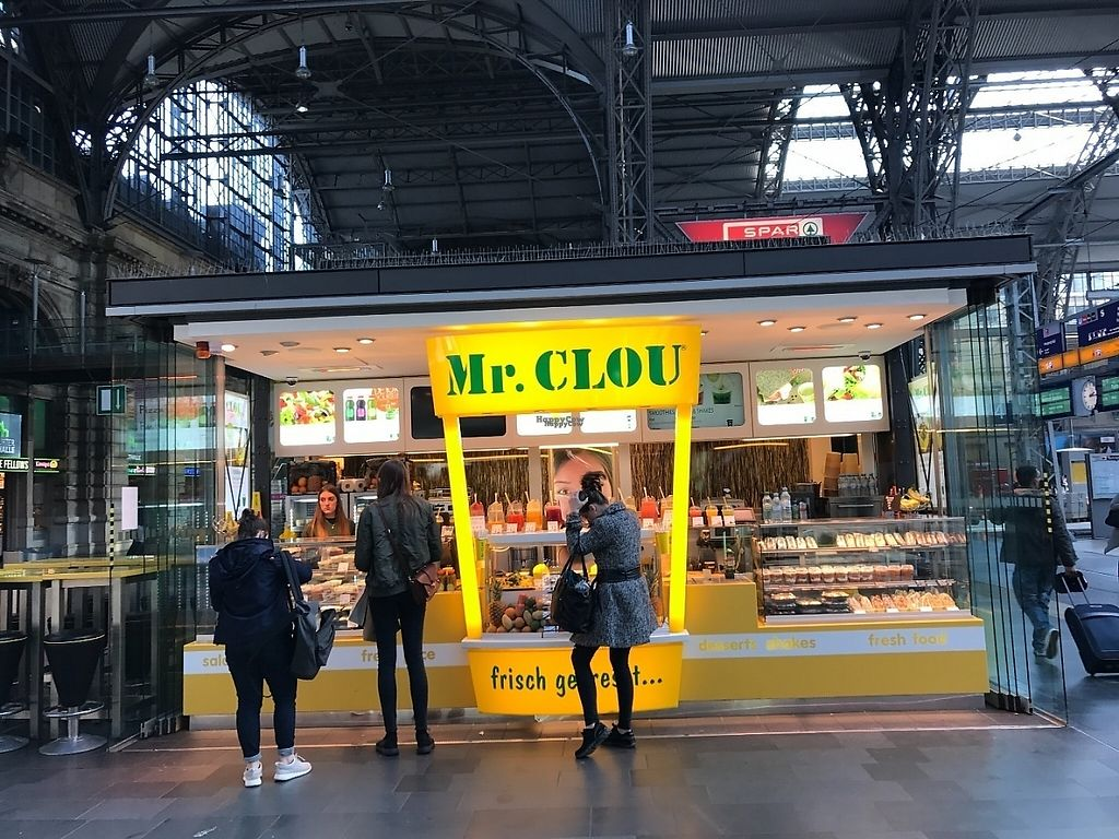 """Photo of Mr Clou - Hauptbahnhof  by <a href=""""/members/profile/marky_mark"""">marky_mark</a> <br/>store front <br/> March 26, 2017  - <a href='/contact/abuse/image/89246/241162'>Report</a>"""