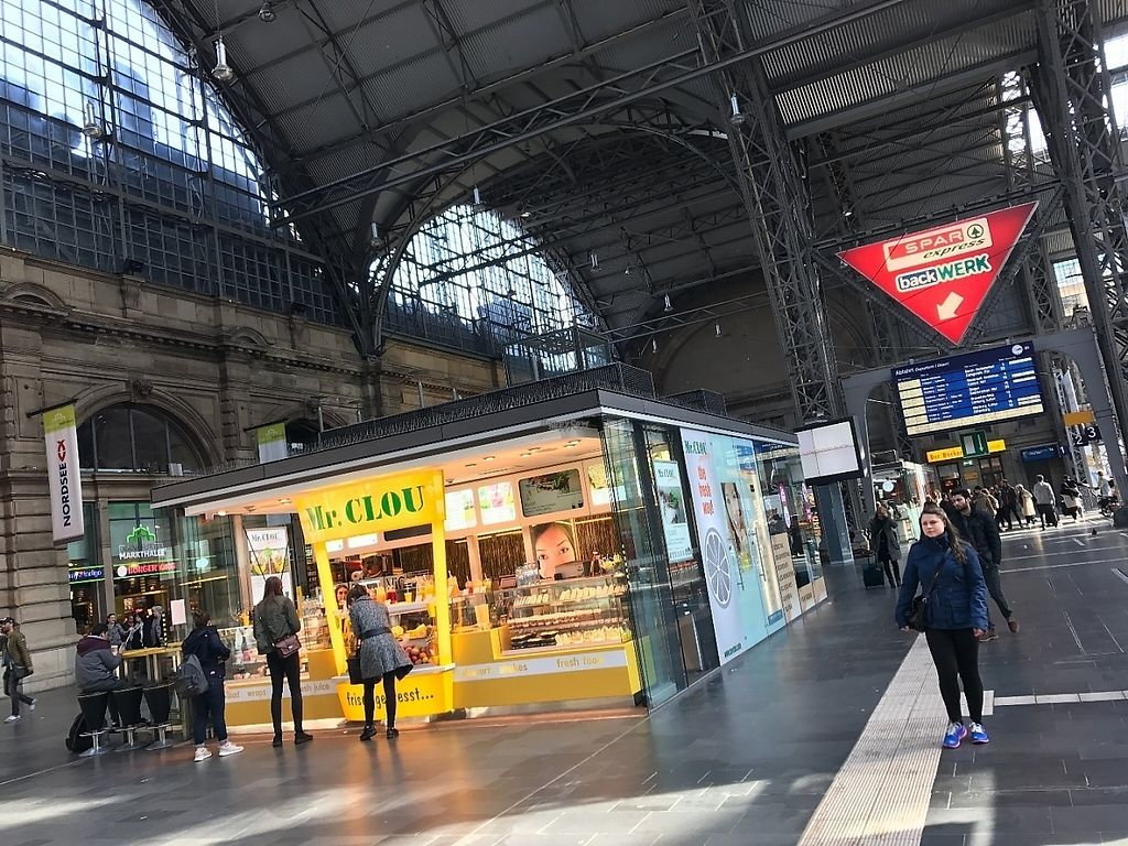 """Photo of Mr Clou - Hauptbahnhof  by <a href=""""/members/profile/marky_mark"""">marky_mark</a> <br/>store front in main hall of train station  <br/> March 26, 2017  - <a href='/contact/abuse/image/89246/241165'>Report</a>"""