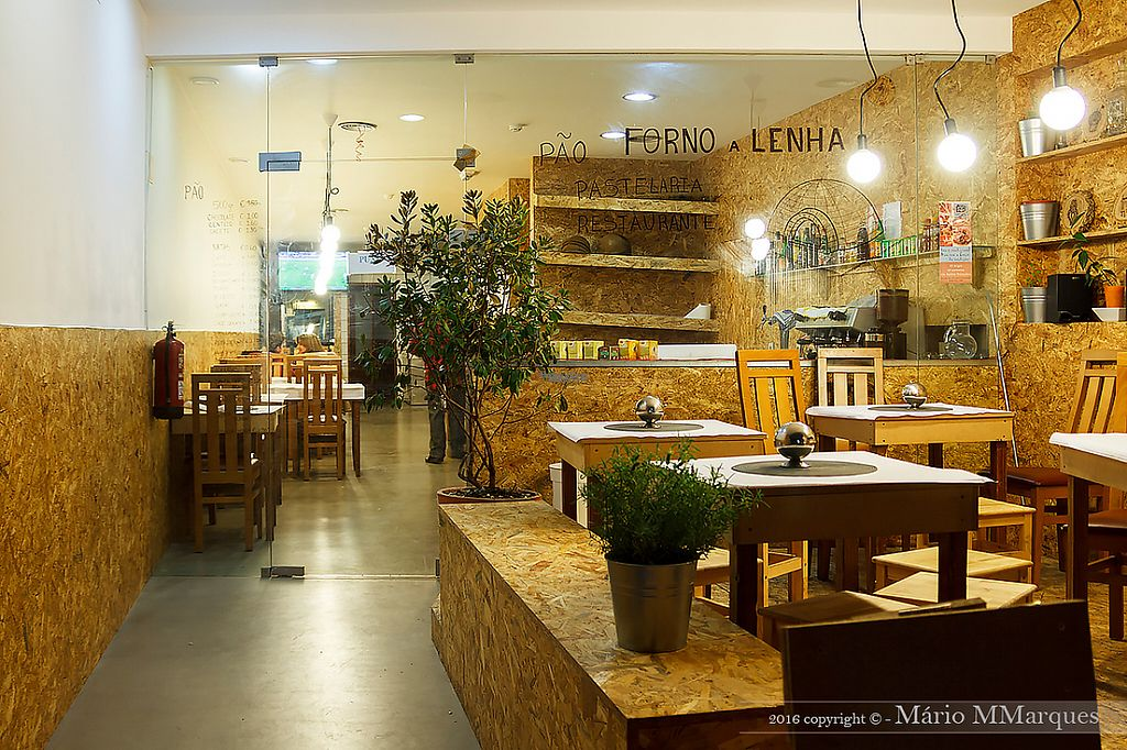 """Photo of Moment'Um  by <a href=""""/members/profile/Helena_Reis"""">Helena_Reis</a> <br/>Front of the Restaurant <br/> March 29, 2017  - <a href='/contact/abuse/image/89259/242426'>Report</a>"""