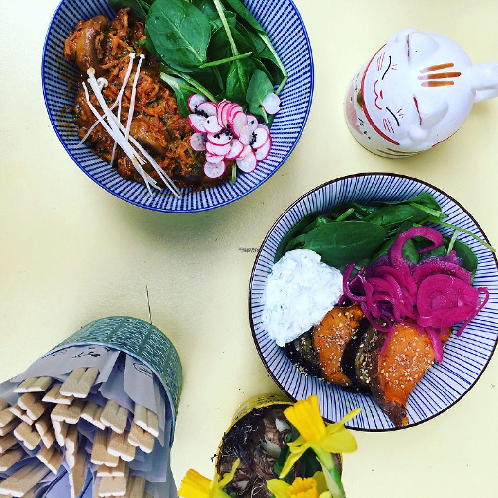 """Photo of Le Stand  by <a href=""""/members/profile/TatianaLebotti"""">TatianaLebotti</a> <br/>Veggie Bowls! Le premier est Vegan: Légumes à l'asiatique (Peanut butter et herbes fraîches) le deuxième est Veggie (aubergines et patates douces rôties, yaourt à la grecque au wasabi et pickles d'oignons rouges) <br/> April 3, 2017  - <a href='/contact/abuse/image/89327/244450'>Report</a>"""