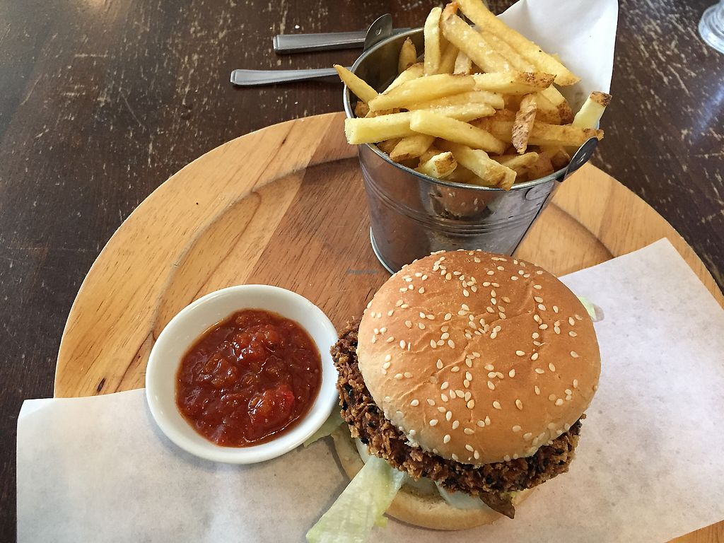 """Photo of Queen's Head Burley  by <a href=""""/members/profile/SarahRichardson"""">SarahRichardson</a> <br/>quinoa burger <br/> May 20, 2017  - <a href='/contact/abuse/image/89424/260650'>Report</a>"""