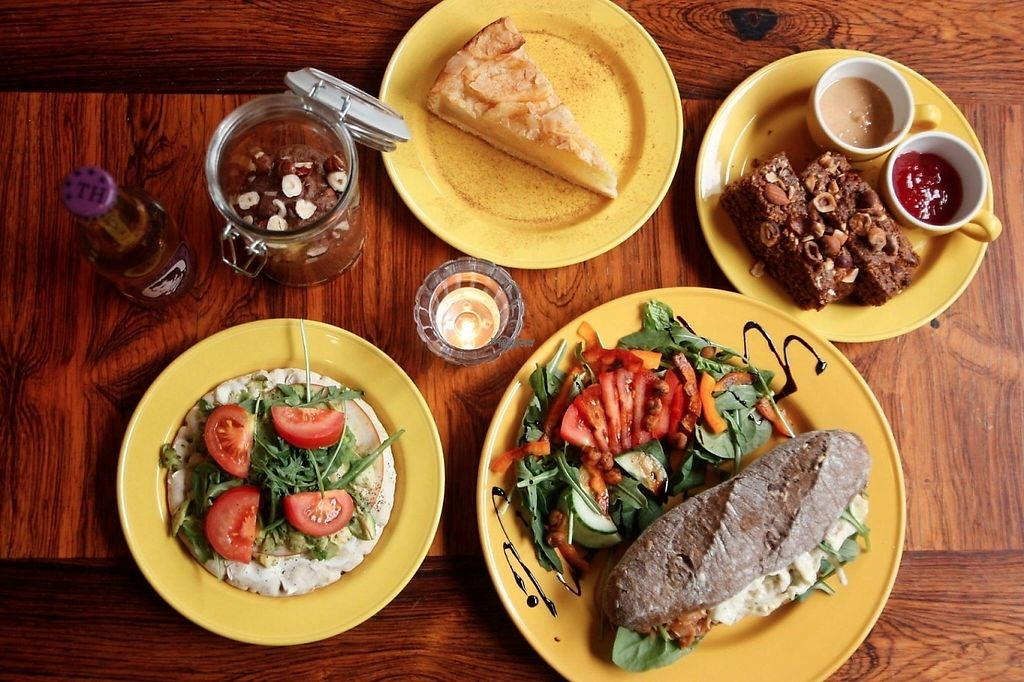 """Photo of PREPP  by <a href=""""/members/profile/Edda"""">Edda</a> <br/>All vegan! Pulled jackfruit sandwich, apple pie and delicious chocolate pudding <br/> April 5, 2017  - <a href='/contact/abuse/image/89485/244926'>Report</a>"""