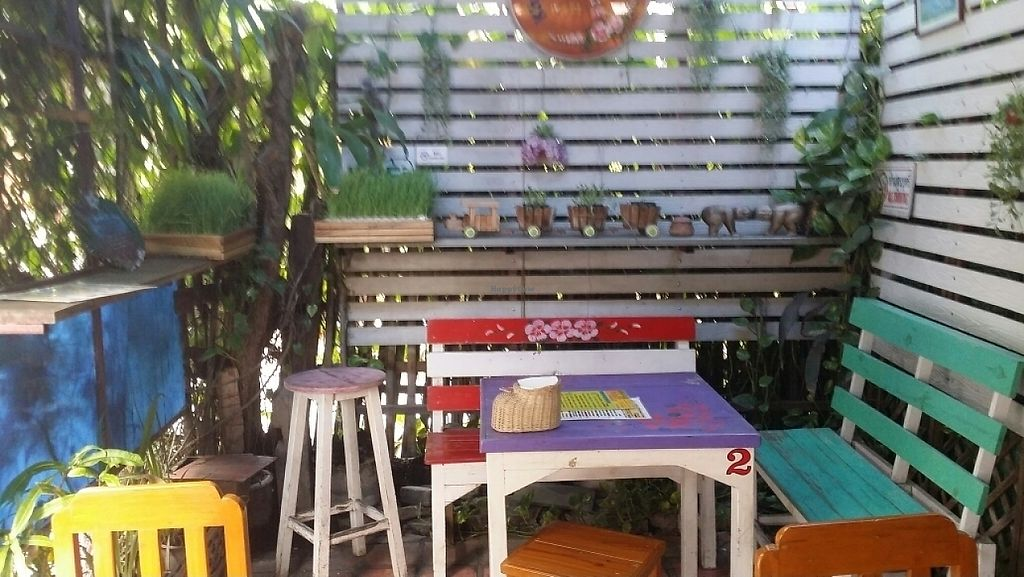 """Photo of Khun Kae's Juice Bar  by <a href=""""/members/profile/Mike%20Munsie"""">Mike Munsie</a> <br/>inside seating <br/> June 5, 2017  - <a href='/contact/abuse/image/89676/265977'>Report</a>"""