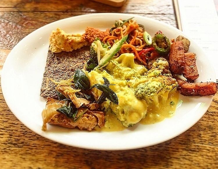 """Photo of Natural Healthy Foods Eatery  by <a href=""""/members/profile/123emily"""">123emily</a> <br/>Buffet-based pay-by-weight vegan food. Onion bread, raw stir fry, cauliflower cheese, hummus,  <br/> March 18, 2018  - <a href='/contact/abuse/image/89849/372376'>Report</a>"""