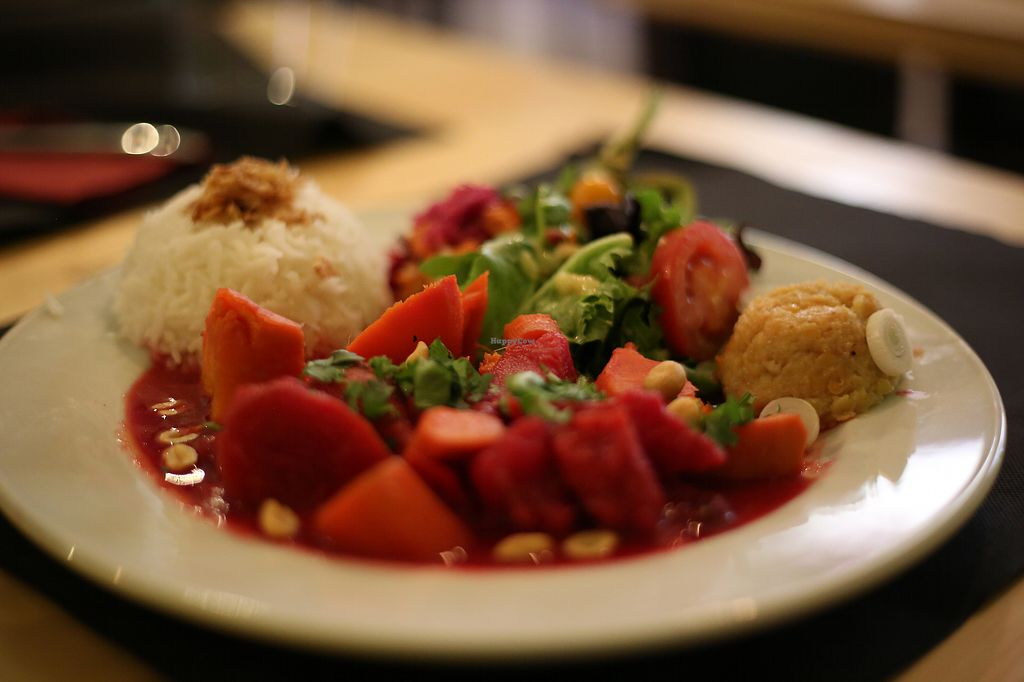 """Photo of La Esterella  by <a href=""""/members/profile/OlivierJacques"""">OlivierJacques</a> <br/>beetroot peanut vegan plate <br/> July 28, 2017  - <a href='/contact/abuse/image/90054/285915'>Report</a>"""