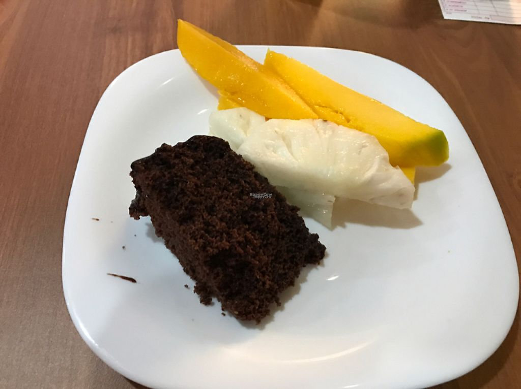 """Photo of Congosto  by <a href=""""/members/profile/Paolla"""">Paolla</a> <br/>Desserts - Chocolate cake and fruits <br/> April 11, 2017  - <a href='/contact/abuse/image/90205/246862'>Report</a>"""