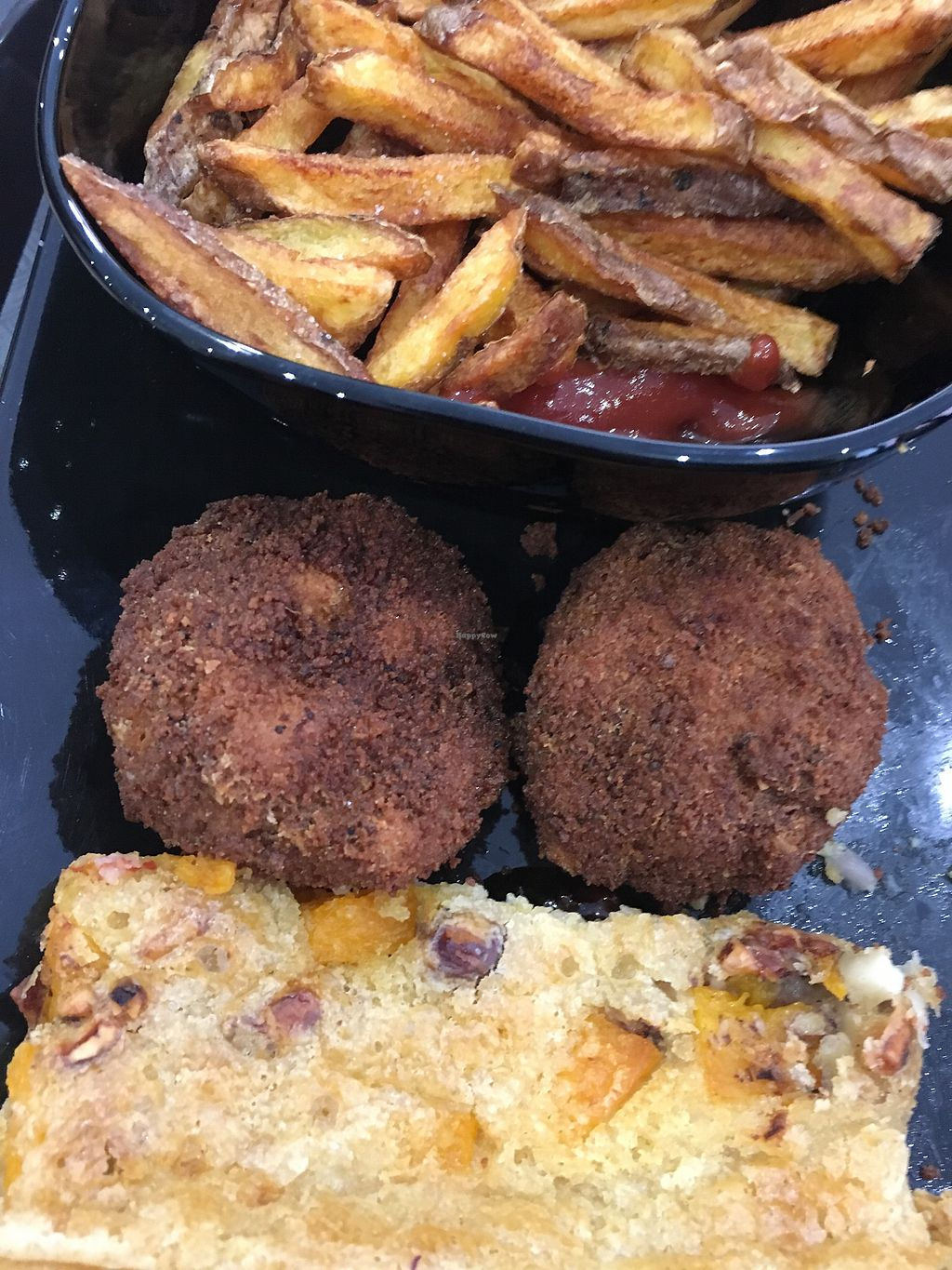 """Photo of Veggie Corner  by <a href=""""/members/profile/xavierfretard"""">xavierfretard</a> <br/>Tofu nuggets and veggie tart  <br/> January 5, 2018  - <a href='/contact/abuse/image/90289/343275'>Report</a>"""
